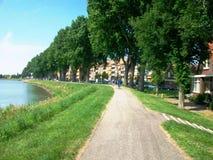 Promenade langs Westerdijk in Hoorn, Holland, Nederland royalty-vrije stock afbeeldingen