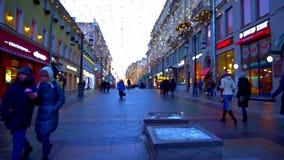 Promenade le long du centre ville Illumination de fête, temps de jour, hiver, Moscou Russie banque de vidéos