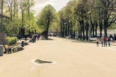 Promenade 4 mai 2015 de la Russie, Moscou en parc baptisé du nom de Gorki images libres de droits