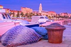 'promenade' mediterránea en la fractura Croacia Fotos de archivo