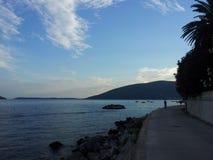 Promenade op de kust Stock Fotografie