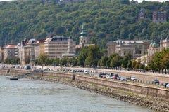 Promenade op riverbank van de Donau royalty-vrije stock afbeeldingen