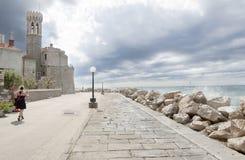Promenade par la mer photo libre de droits
