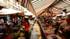 Promenade par le marché de rue passante Pham Ngu Lao - Ho Chi Minh City clips vidéos