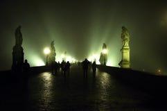 Promenade par un brouillard Photographie stock