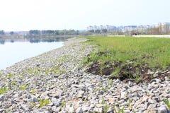 'promenade' por el lago Región de Krasnoyarsk, Zelenogorsk Imágenes de archivo libres de regalías