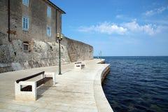 'promenade' por el mar Foto de archivo libre de regalías