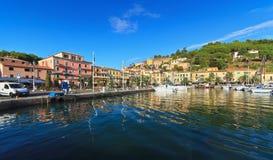 Promenade in Porto Azzurro stockbilder