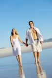 Promenade romantique de plage Photographie stock