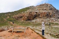 Promenade scénique du Cap de Bonne-Espérance de visite de femme Images libres de droits