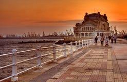 Promenade am Sonnenuntergang lizenzfreies stockfoto