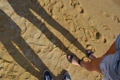 Promenade sur la plage Photos libres de droits