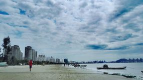 Promenade sur la plage Photo stock