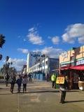 Promenade sur la plage de Venise, la Californie Photos stock