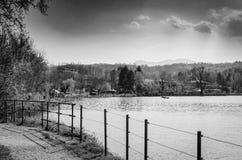 Promenade sur le lac Images stock