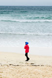 Promenade sur le sable Images stock
