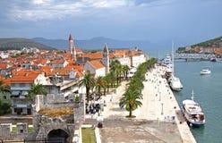 Promenade in Togir Kroatien Lizenzfreie Stockfotos