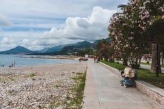 Promenade und Adria fahren in neue Stange, Montenegro die Küste entlang Stockbild