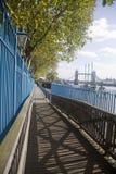 Promenade und Kontrollturm-Brücke stockbilder