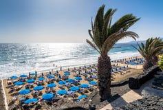 Promenade und Strand in Puerto Del Carmen, Lanzarote, Spanien Lizenzfreie Stockfotos