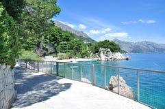 Promenade von Brela, Makarska Riviera, Kroatien Stockfoto