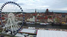 Promenade Wasser- Gdansk, Luft-fooftage, Flug über dem Fluss MotÅ-'awa in Gdansk, Polen, 07 2016, Luftgesamtlänge stock video footage
