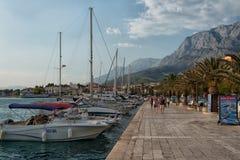 'promenade' y puerto, Croacia de Makarska Foto de archivo libre de regalías