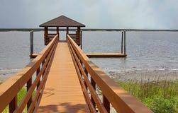 Promenade zum Wasser Lizenzfreies Stockfoto