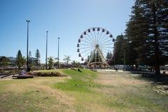 Promenaden parkerar och Ferris Wheel Arkivbilder