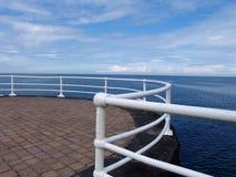 Promenadengeländer auf Seeseite Stockfoto