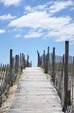 Promenadepfad zum auf den Strand zu setzen Stockfotos