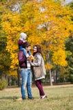 Promenades de famille, l'automne Images stock