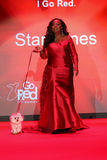 Promenades de Jones d'étoile la piste au rouge d'aller pour la collection rouge 2015 de robe de femmes Image stock
