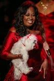 Promenades de Jones d'étoile la piste au rouge d'aller pour la collection rouge 2015 de robe de femmes Photos libres de droits