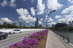 Promenadteater och andra skyskrapor Singapore, April 01, 2012 Fotografering för Bildbyråer