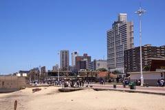 Promenede的许多人民在北部海滩 免版税库存图片