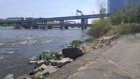 Promenera floden Fotografering för Bildbyråer