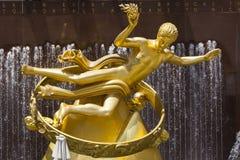 Золотая статуя Prometheus, редакционная Стоковые Изображения