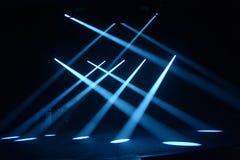 Promienie światło na ciemnym tle Obrazy Royalty Free