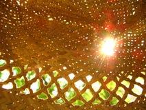 Promienie słońce w słomianym kapeluszu obraz stock