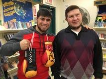 Promis: Unbesiegter Boxer Bakhtyar Eyubov mit Michael Salita Autor Stockbild