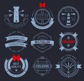 Promo odznaki na ciemnym tle royalty ilustracja