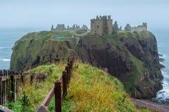 Promontório e cerca do castelo de Dunnottar Fotografia de Stock