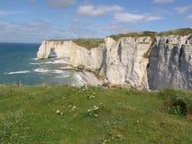 Promontorio rocoso en el mar en Francia Foto de archivo libre de regalías
