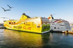 Promy firma Tallink w porcie Tallinn w zimie Fotografia Stock