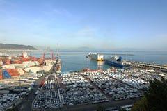 Promy i samochody w porcie Salerno, Amalfi wybrzeże, Włochy zdjęcie royalty free