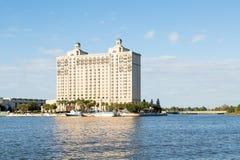 Promy przy hotelem na sawanny rzece Fotografia Royalty Free