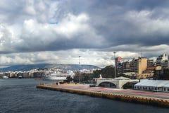 Promy w pasażera porcie w Piraeus Zdjęcie Stock