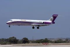 Pronair MD-87 på korta finaler Arkivbild