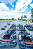Pronto-à-vá competir carros imagens de stock